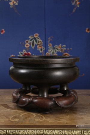 A BIG BRONZE 'ge' TYPE TRIPOD CENSER AND STAND. MING DYNASTY.