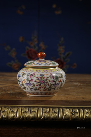 A FAMILLE ROSE WATER JAR AND COVER. QIANLONG PERIOD, QING DYNASTY.