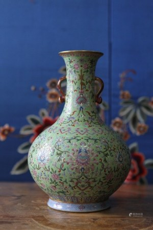 A VERY RARE FAMILLE ROSE VASE. JIAQING PERIOD, QING DYNASTY.