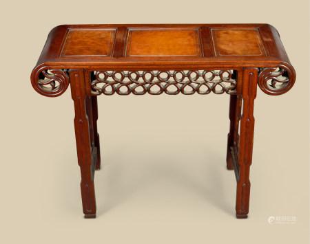 清代(1644-1911) 红木嵌瘿木下卷式条案