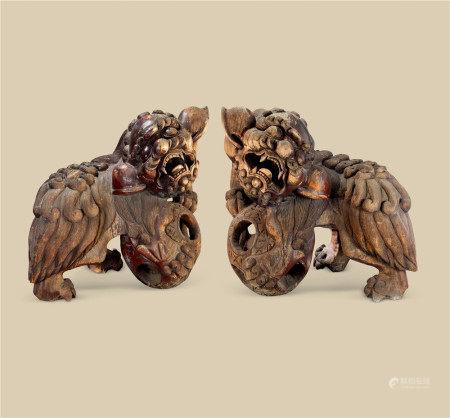 明代(1368-1644) 楠木雕瑞狮戏球摆件 (一对)