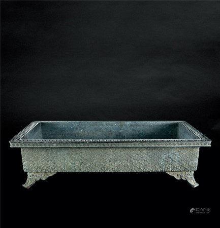 清代(1644-1911) 青铜海水纹长方大盘