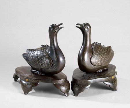 清代(1644-1911) 铜错银鸭形香熏 (一对)