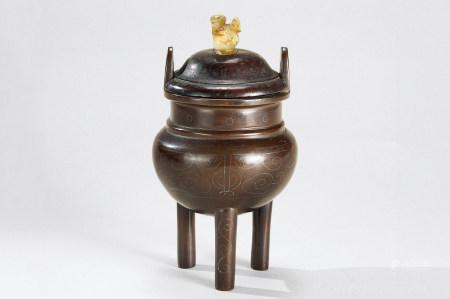 清代(1644-1911) 石叟  铜错银冲天耳三足香炉