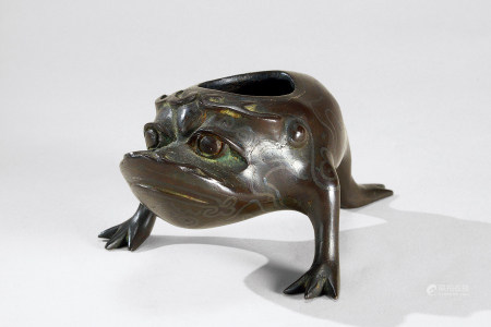 清代(1644-1911) 铜错银丝三足金蟾水盂