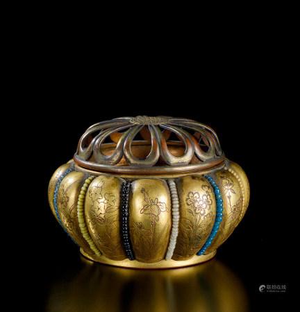 清代(1644-1911) 铜鎏金刻花卉纹瓜棱小香炉