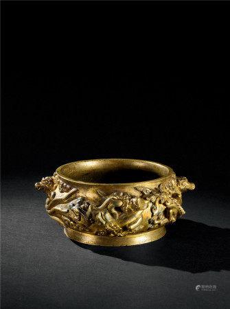 明代(1368-1644) 铜鎏金高浮雕龙纹双兽耳香炉