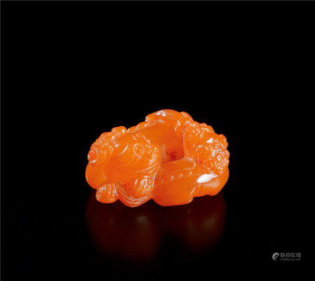 清代(1644~1911) 蜜蜡雕太狮少狮摆件