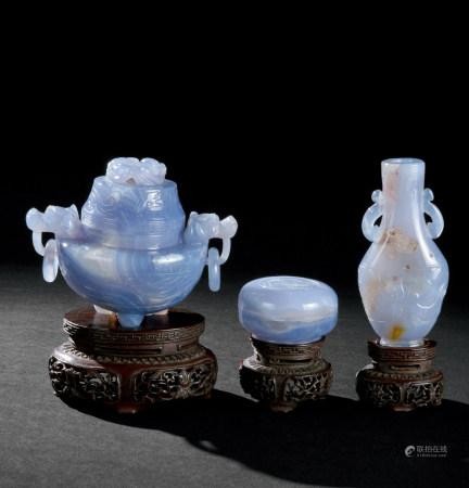 清代(1644~1911) 玛瑙雕龙纹炉瓶三式
