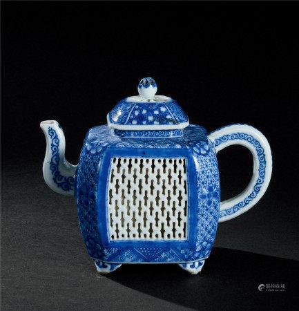 清康熙(1662~1722) 青花花卉纹茶壶