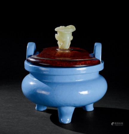 清康熙(1662~1722) 紫砂胎炉钧釉冲天耳三足香炉
