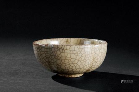明代(1368~1644) 哥窑花口碗