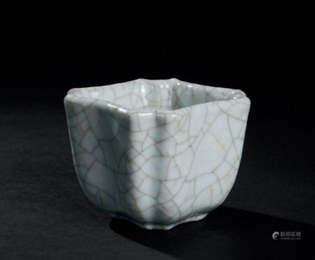 明代(1368~1644) 哥釉倭角四方杯