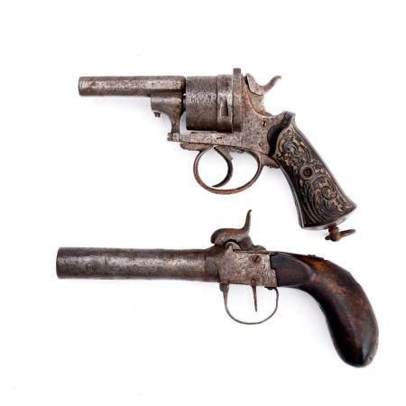 Lote composto por revólver e pistola de bolso (2)