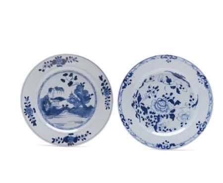 2 pratos rasos em porcelana chinesa