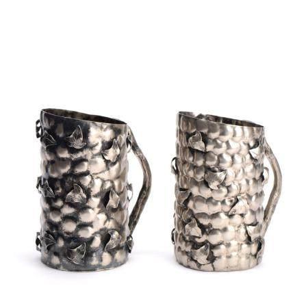 Par de jarros em metal prateado com parras (2)