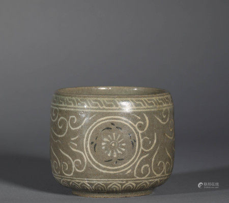 Song Dynasty Celadon Cup with Flower Pattern