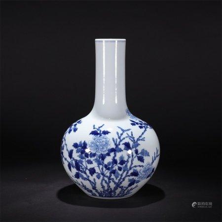 清 青花花卉纹天球瓶