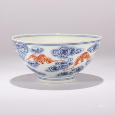 清 青花矾红云蝠纹碗