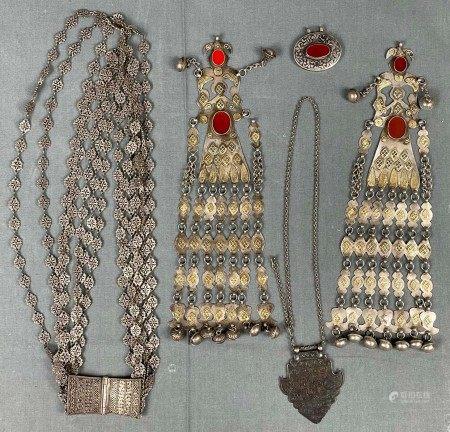 5 Teile Turkmenen schmuck. Wohl Zentralasien antik.
