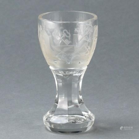 Logenglas sog. Kanone mit Freimaurermotiven 19. Jahrhundert. Farbloses Glas. H. 13,5 cm. Mass