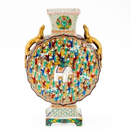 Pilgerflasche China, späte Qing-Dynastie. Porzellan, weiß, glasiert. Polychrome Aufglasurbe