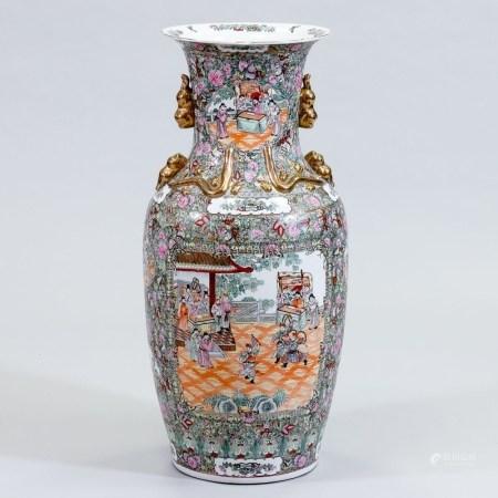 Große Bodenvase China, 20. Jahrhundert. Porzellan, weiß, außen und oberer Innenteil glasie