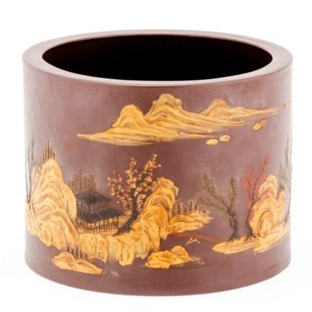 Großer Pinselbecher (Bitong) China, um 1900. Ton. Polychrom, teils reliefartig mit Schlicker