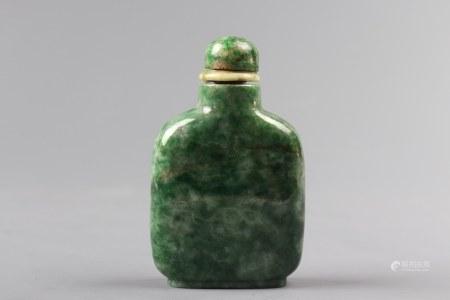 A Jadeite Snuff Bottle 翡翠鼻烟壶