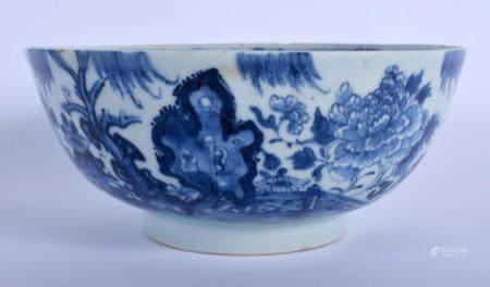 AN 18TH CENTURY CHINESE EXPORT BLUE AND WHITE PORCELAIN BOWL Qianlong, painted with hollow rock. 14.5 cm diameter.