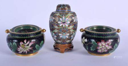 A PAIR OF CHINESE REPUBLICAN PERIOD CLOISONNE ENAMEL ASHTRAYS together with an enamelled jar and cover. (3)