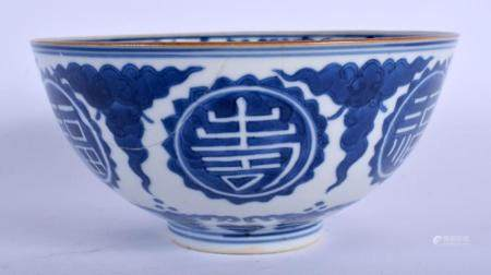 AN 18TH CENTURY CHINESE BLUE AND WHITE PORCELAIN BOWL Qianlong, bearing Wanli marks to base, painted with motifs. 15 cm diameter.