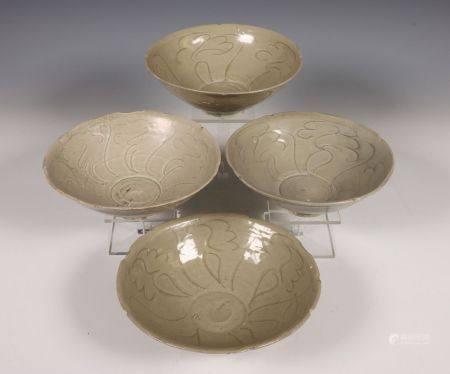 China, vier celadon porseleinen kommen, Noordelijke Song dynastie, 10e-12e eeuw,