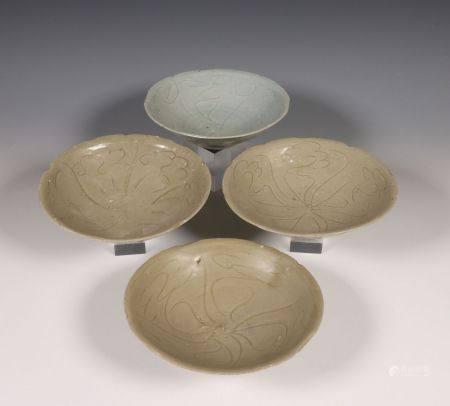 China, drie celadon en een blauwgrijs geglazuurde kom, Noordelijke Song dynastie, 10e-12e eeuw,