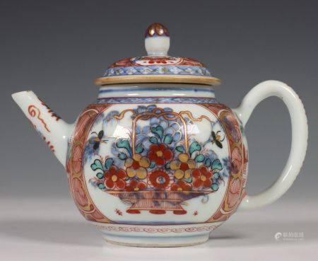 China, bauw-wit porseleinen trekpotje, 18e eeuw,