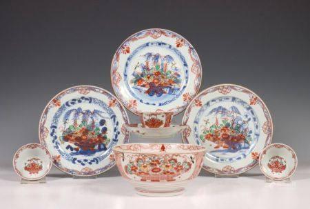 China, negen stuks blauw-wit porselein, 18e eeuw,