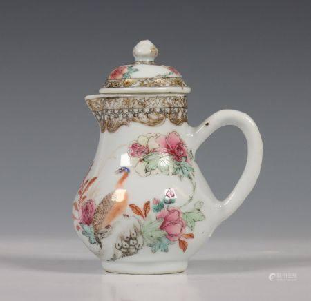 China, fijngevormde famille rose melkkan, 18e eeuw,