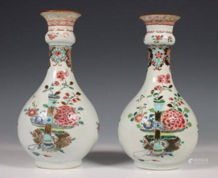 China, paar famille rose knobbelvazen, Qianlong, vroeg 18e eeuw,