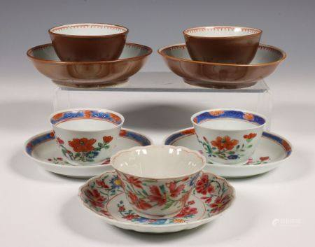 China, vijf famille rose kop en schotels, 18e eeuw,