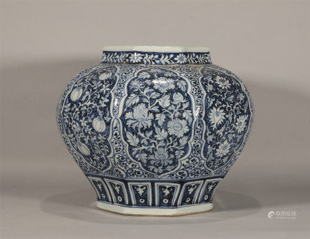 Ming style, Zheng De, large blue and white porcelain jar