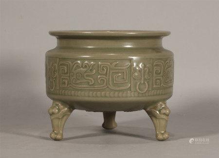 Wu Dai style, Yue Kiln celadon tripod censer