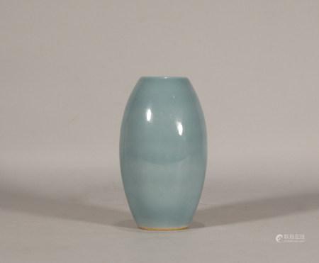 Qing style, Kang Xi, green glaze porcelain ganlan ping vase