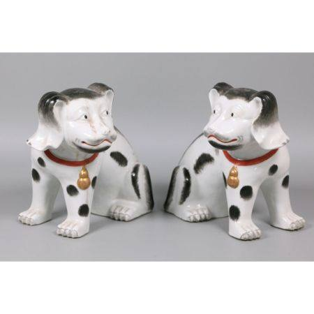 pair of Chinese porcelain dogs, possibly 18th/19th c.