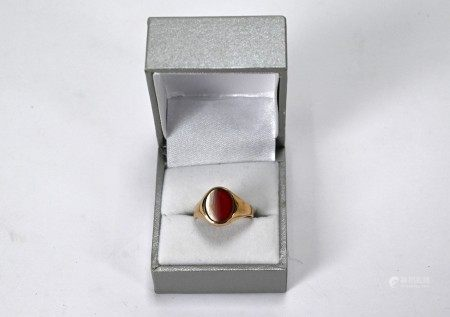 A 9ct yellow gold signet ring inset with oval chalcedony