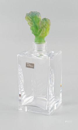 DAUM France. Carafe en cristal, le bouchon en verre moulé représentant un cactus.