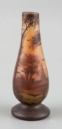 Jean Simon PEYNAUD (1869-1952). Petit vase tubulaire en verre soufflé à décor peint d'un paysag