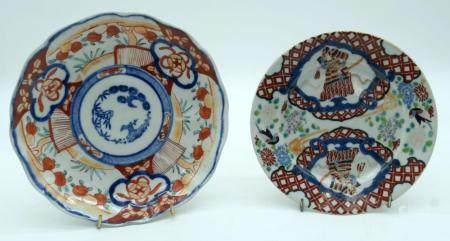 A Japanese Imari scalloped plate together with another plate 21cm. (2)