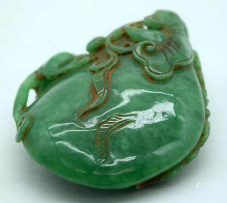 A Chinese carved jade boulder of a lizard on a rock 10cm