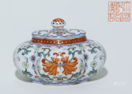 """Qing """"Qianlong"""" Colored and Patterned Jar"""