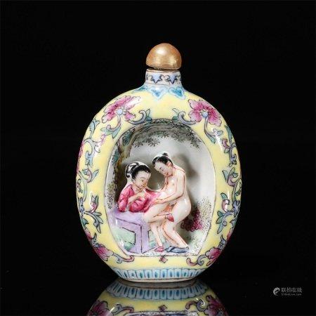 A famille rose figure porcelain snuff bottle